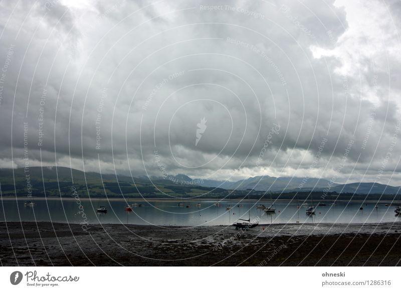Wetter Landschaft Urelemente Klimawandel schlechtes Wetter Regen Hügel Berge u. Gebirge Küste Wales Großbritannien Horizont Ferne Farbfoto Gedeckte Farben
