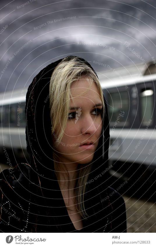 Eurydike Frau Himmel blau schwarz Wolken grau Eisenbahn Model Leidenschaft Griechenland Mythologie retuschieren