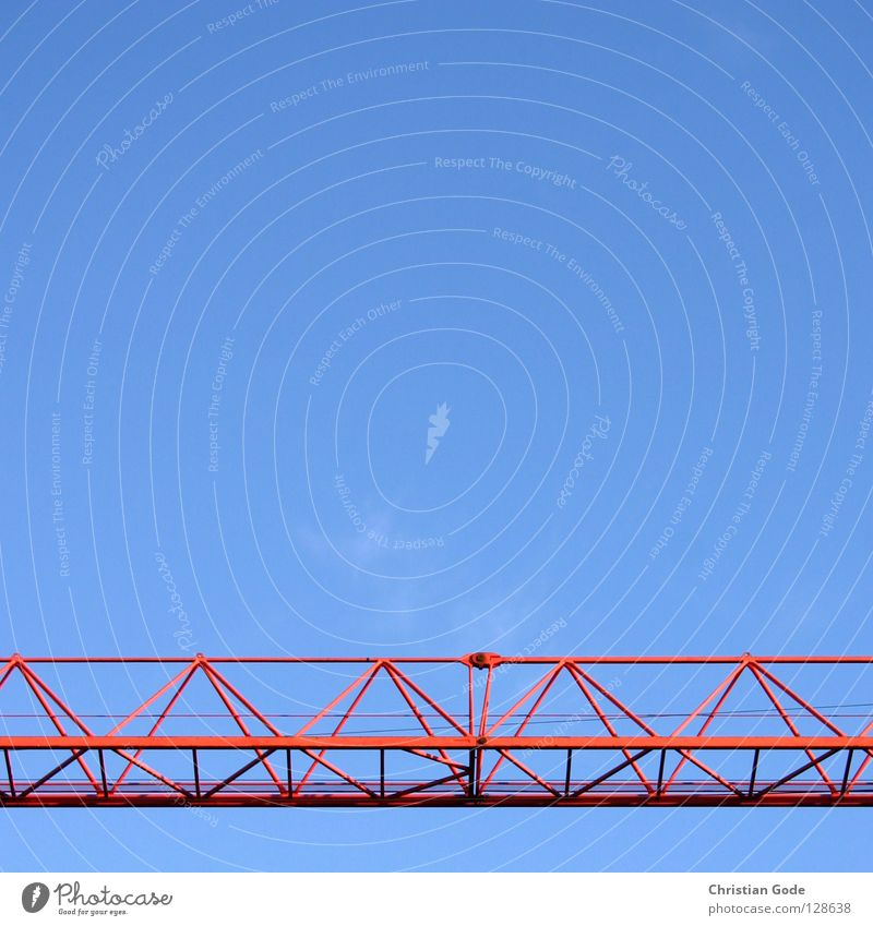 Quer durchs Bild Himmel blau rot Wolken Stein Mauer Arbeit & Erwerbstätigkeit hoch Seil Hochhaus Baustelle Güterverkehr & Logistik Stahl Lastwagen Ladengeschäft