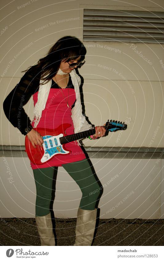 ROCK'N ROLL, BABY! trashig Lifestyle violett grün rot rosa Frau Körperhaltung Stil feminin Rock 'n' Roll Achtziger Jahre retro Neonlicht mehrfarbig Profi