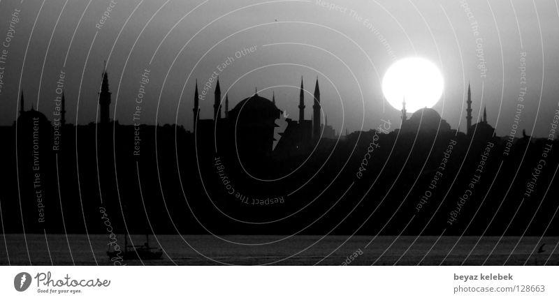 Sultanahmet Sunset Istanbul Hagia Sophia Sonnenuntergang Gotteshäuser historisch Wahrzeichen Denkmal Blue Mosque Turkey Schwarzweißfoto Marmara Bosphorus