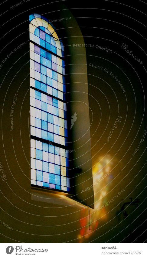 Der Heilige Geist II Fenster Kirchenfenster Licht Glasscheibe Reflexion & Spiegelung mehrfarbig dunkel Quadrat Dorfkirche Katholizismus Frankreich Elsass