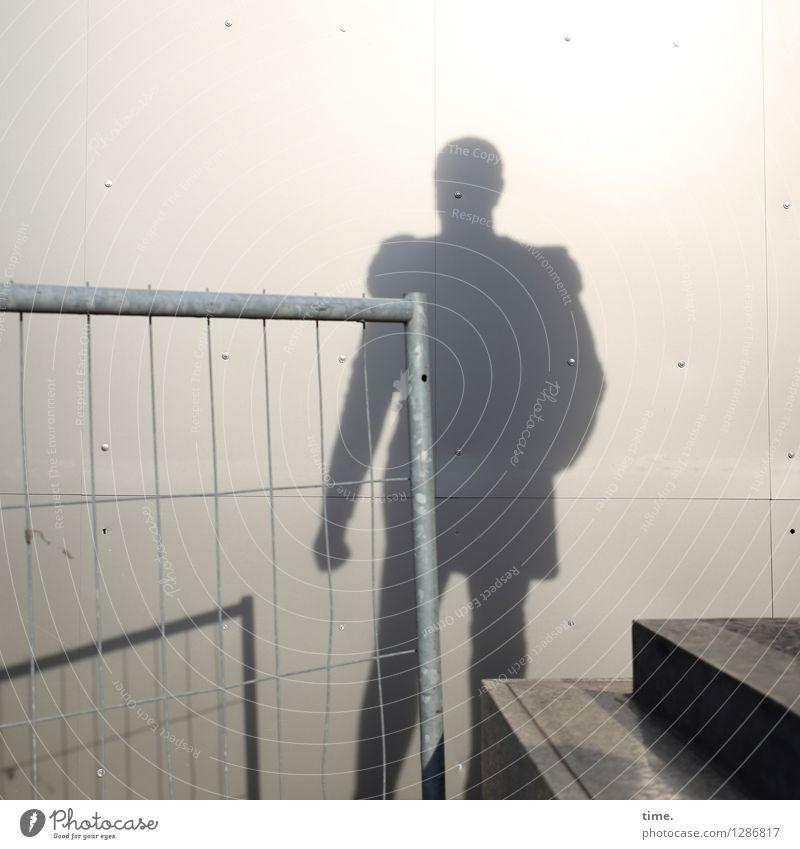 Schatten der Vergangenheit Baustelle Handwerk Kunst Kunstwerk Skulptur Sockel Berlin Mauer Wand Treppe Bauzaun Gitter stehen historisch Coolness Macht Nostalgie