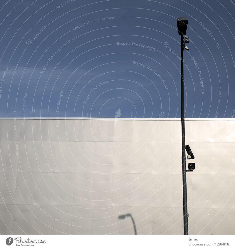 früher war mehr Lampe Baustelle Technik & Technologie Informationstechnologie Überwachungskamera Himmel Schönes Wetter Berlin Stadtzentrum Bauwerk Gebäude Mauer