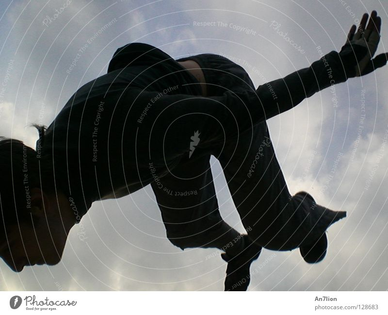 der Boden naht Himmel schwarz dunkel Le Parkour Extremsport Rückwärtssalto