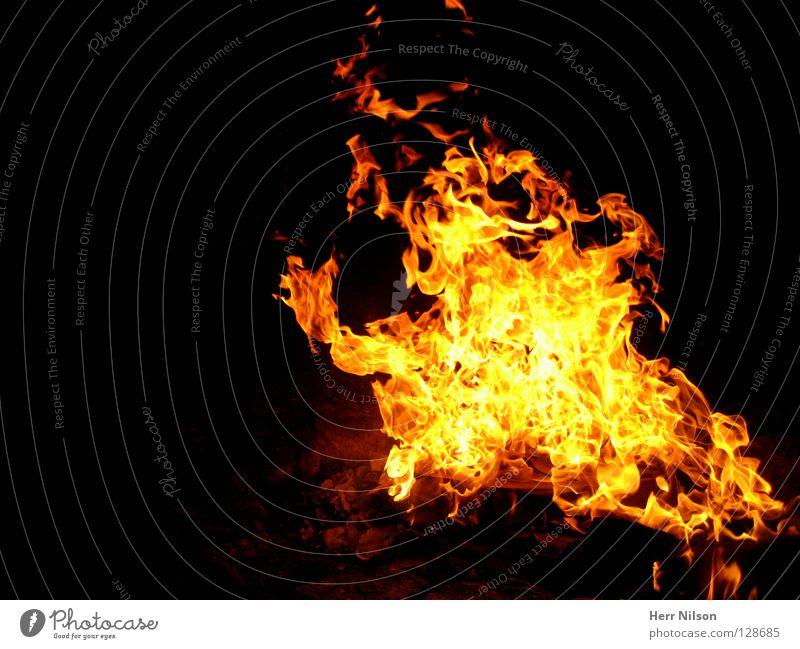 Fire in the sky II Physik heiß Grill rot gelb schwarz Glut brennen Feuer Brand Wärme Flamme orange Beleuchtung