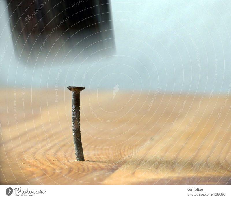Aua! Metall Arbeit & Erwerbstätigkeit gold verrückt Baustelle stark Schmerz machen Loch Holz Handwerk Werkzeug Holzbrett Eisen bauen Spirale