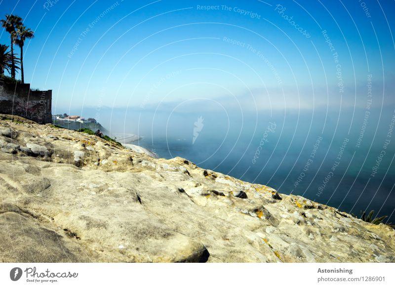 das Meer im Nebel Umwelt Natur Landschaft Wasser Himmel Wolken Sommer Wetter Pflanze Baum Hügel Felsen Wellen Küste Mittelmeer Tanger Stein hoch blau grau weiß