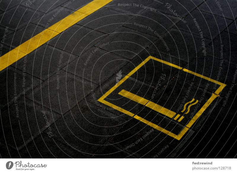 Rauchzeichen schwarz gelb Schilder & Markierungen gefährlich Rauchen Asphalt Zeichen Hinweisschild Bahnhof Symbole & Metaphern Teer