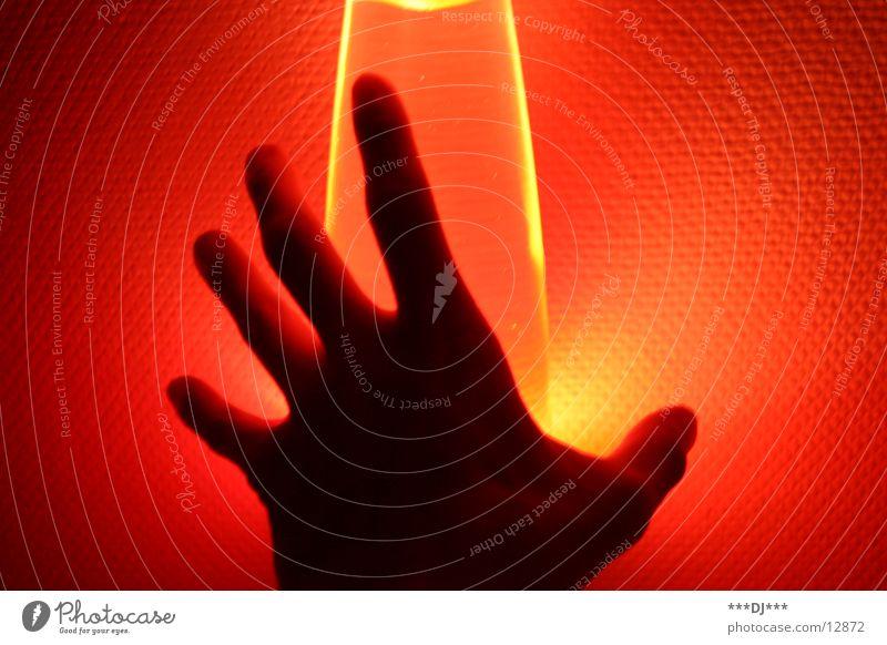 Hand im Licht I Mensch rot Lampe Arme Finger Freizeit & Hobby Griff Lava