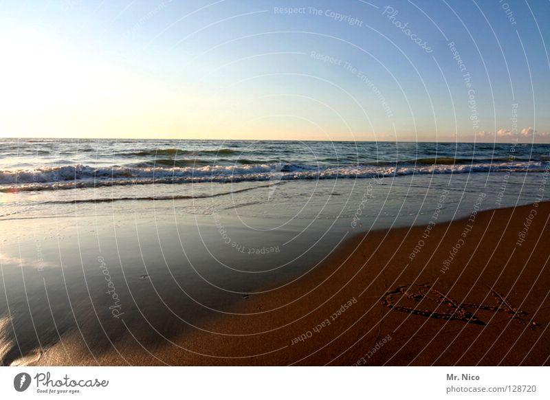 zwei Herzen im Sand verdeckt dunkel 2 Zusammensein Verbundenheit gemalt Strand Panorama (Aussicht) Romantik Ferien & Urlaub & Reisen Partnerschaft Gegenlicht