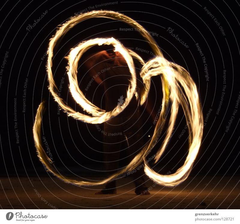 Feuerspieler Nacht Langzeitbelichtung Strand Kunst Kultur Show Bewegung ästhetisch Feuerketten Feuerkünstler Feuerpoi Feuerseil Kleinkunst Petroleum Kiwido
