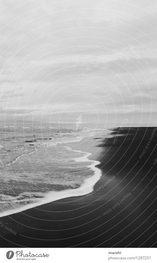 black&white Mensch Natur Erholung Meer Landschaft Wolken Ferne Strand Reisefotografie Küste Stimmung Wellen Wind Insel Island Strandspaziergang