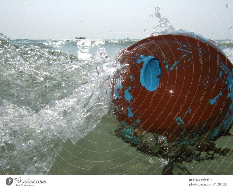 Wildwasser Blitzlichtaufnahme Sonnenlicht Freizeit & Hobby Meer Wellen Ball Wasser Wassertropfen Wasserfahrzeug Kugel nass Dynamik spritzen Boje Bowlingkugel