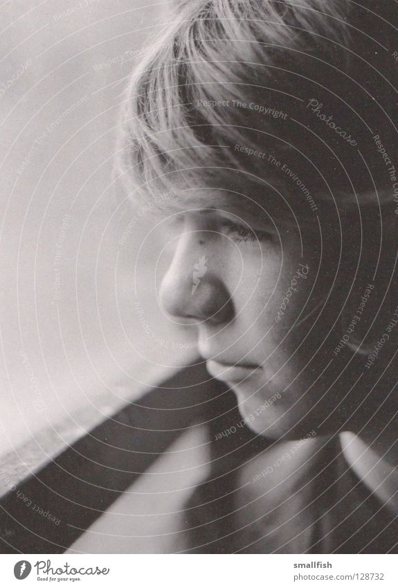 Fensterblick Gesicht Fenster Haare & Frisuren Traurigkeit Trauer Seite Scheune