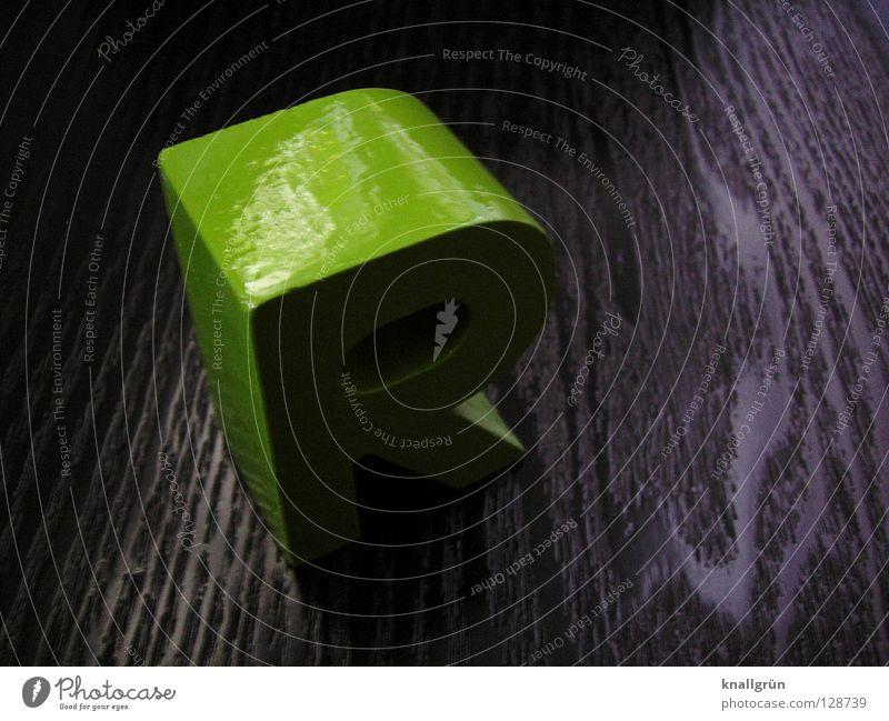 R Buchstaben grün grasgrün Holz schwarz glänzend Kommunizieren Schriftzeichen obskur Lateinisches Alphabet Maserung Reflexion & Spiegelung