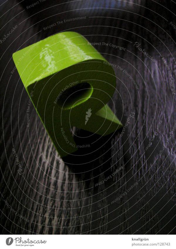 18. Buchstabe im Alphabet Buchstaben grün grasgrün glänzend schwarz Holz Kommunizieren Schriftzeichen obskur Lateinisches Alphabet Maserung