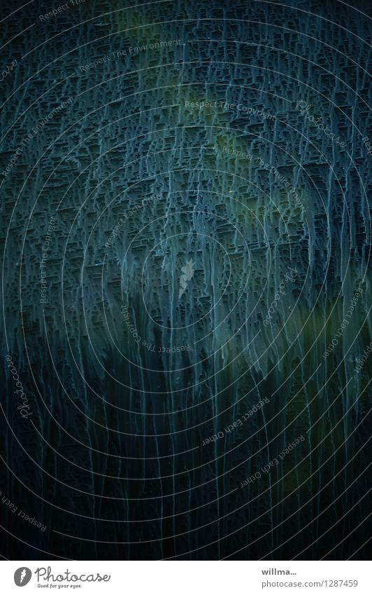 aber sowas von hochprozentig! [AST8 bamberg] blau grün dunkel schwarz Abteilfenster Regen dreckig Glas Spuren Fensterscheibe bizarr skurril