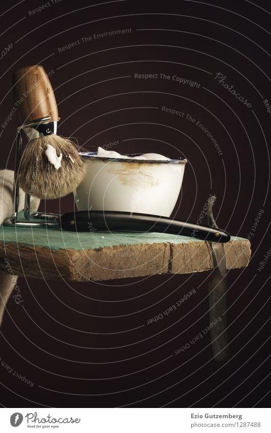altes Rasierzeug auf einem Holzbrett Lifestyle Stil Design schön Körperpflege Haare & Frisuren Haut Gesicht Wellness Wohlgefühl Handwerker Friseur Bart
