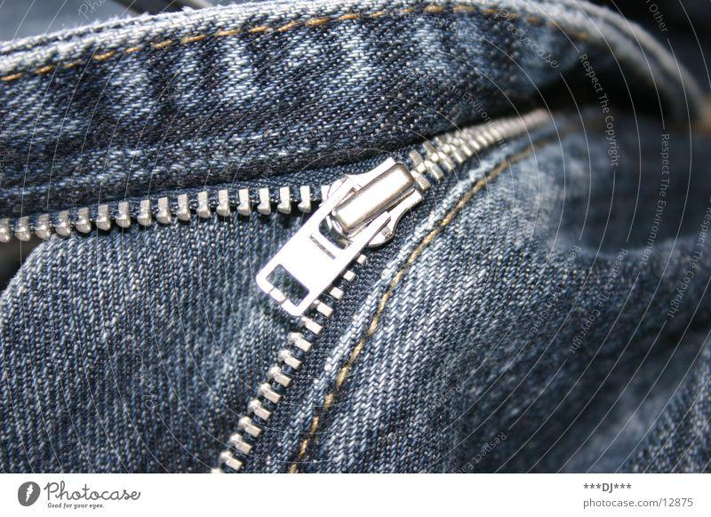 Mach ihn zu! Reißverschluss Hose schließen aufmachen Dinge Jeanshose