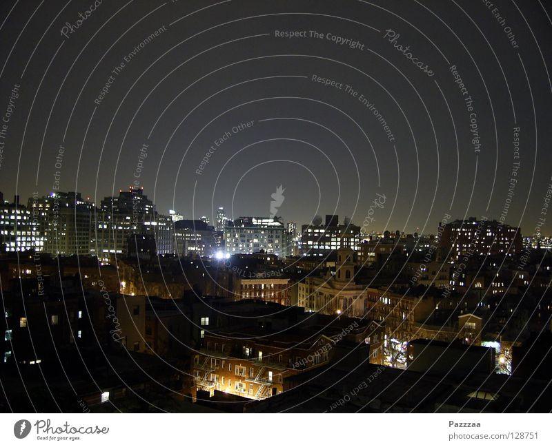 Nachtlichter Außenaufnahme Textfreiraum oben Abend Panorama (Aussicht) ruhig Haus Nachthimmel Stadt Stadtzentrum Skyline Hochhaus Gebäude Architektur Dach grau