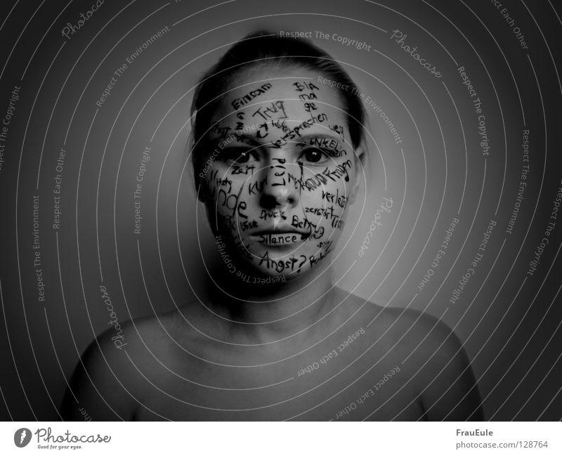Lebensmoment Frau Jugendliche rot Mädchen Farbe Einsamkeit Gesicht dunkel kalt Gefühle Traurigkeit Denken Kunst Zeit Körper