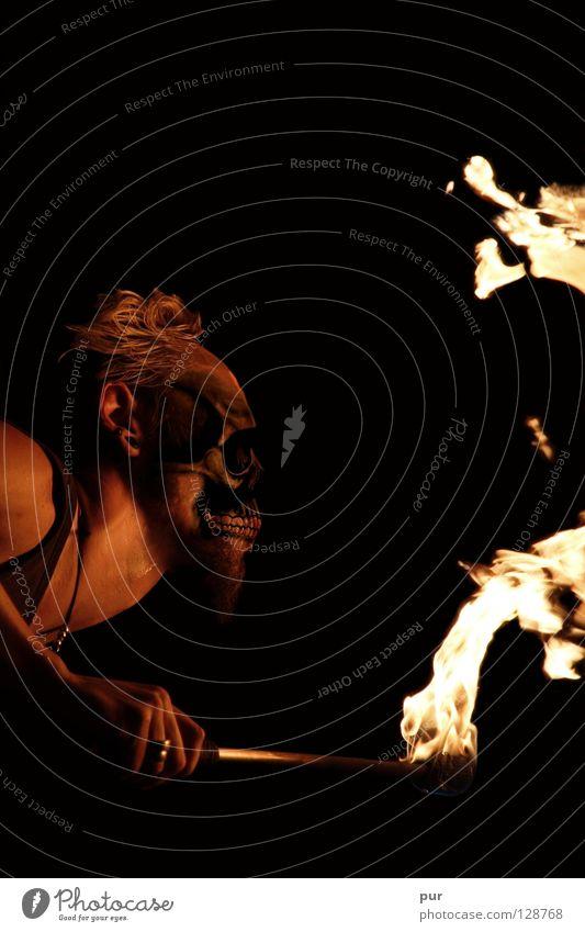 Feuertod Brandstifter Teufel Hölle heiß Physik kalt schwarz dunkel Feuerschlucker Artist Folter Kunst gruselig brennen Zauberei u. Magie Angst Panik Karneval