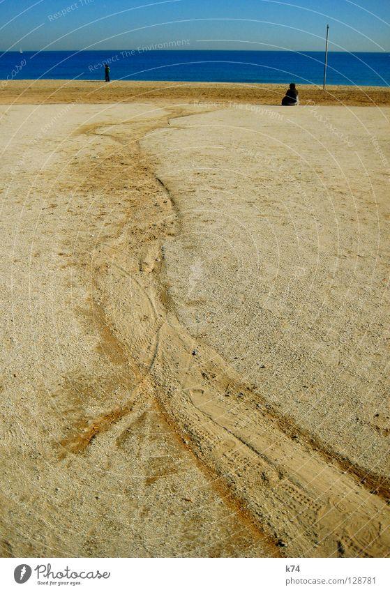 STRAND Mensch Meer blau Strand Sand Erde Spuren ziehen Schleife gestrandet