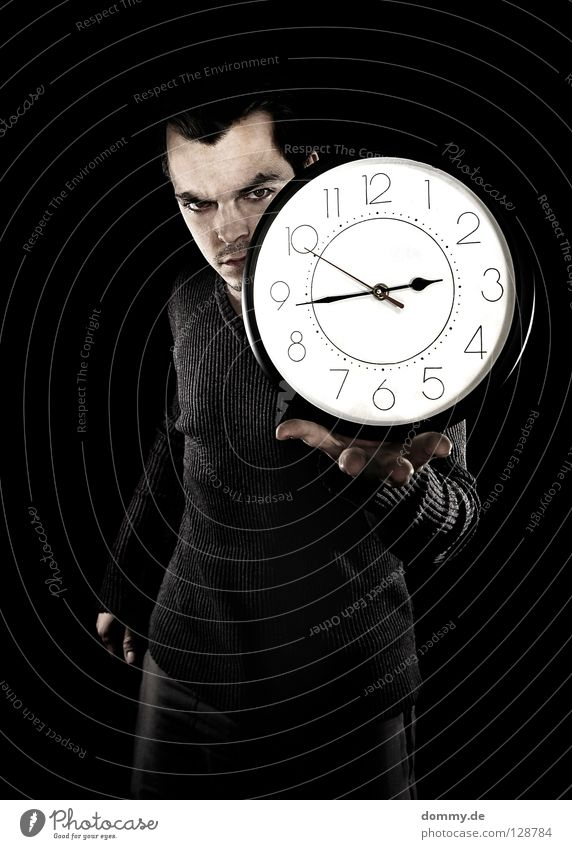 u(h)rheber Mann Hand schwarz dunkel Haare & Frisuren Kopf Beine Zeit Arme laufen Uhr Haut Nase Finger rund Ziffern & Zahlen