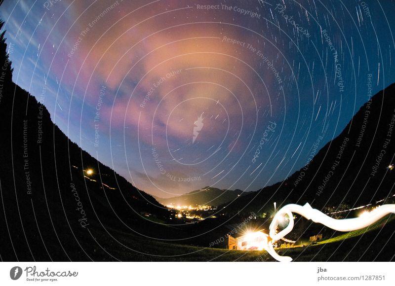 Grund b. Gstaad ruhig Sommer Landschaft Urelemente Wolken Nachthimmel Stern Schönes Wetter Berge u. Gebirge Schweiz leuchten dunkel Kontrast Fischauge