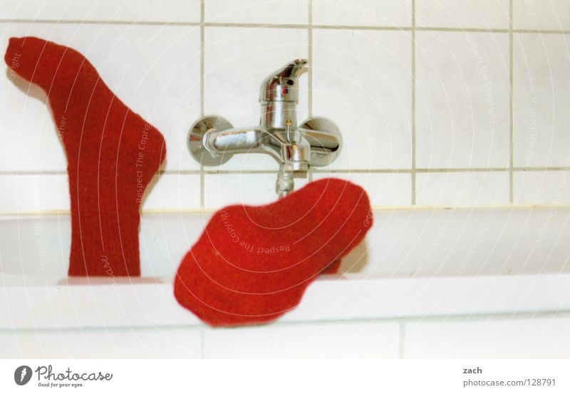 Rote Socke weiß rot Winter Schnee Fuß Bekleidung Bad Schwimmen & Baden Toilette Dusche (Installation) Strümpfe Badewanne Zehen fließen