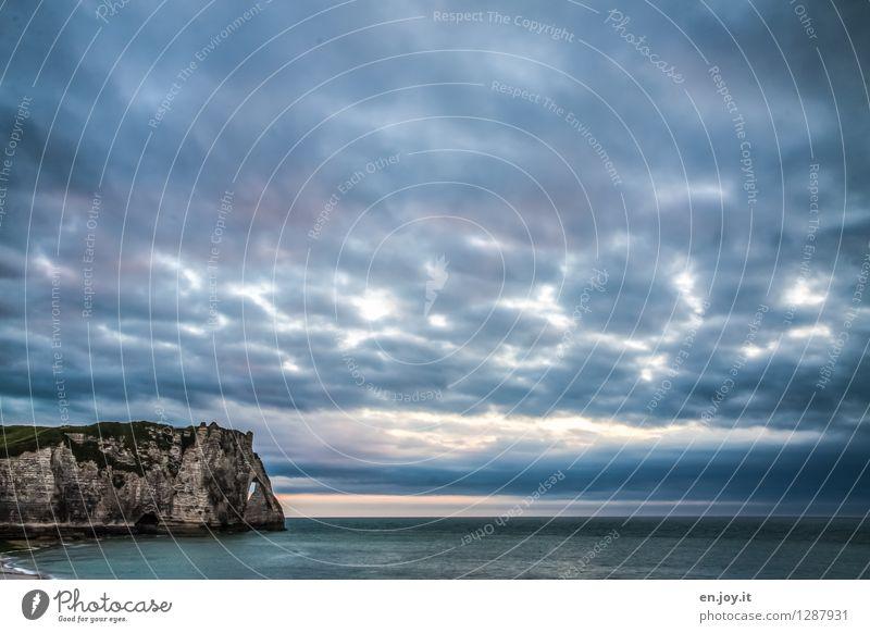 Naturgewalten Himmel Natur Ferien & Urlaub & Reisen blau Sommer Meer Landschaft Wolken Ferne dunkel Küste Freiheit Felsen Horizont Wetter Klima