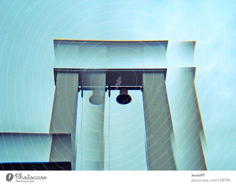 200-Das nächste Kapitel Glocke trist Grab Trauer Verzweiflung Religion & Glaube vergessen Friedhof Tod Sarg Prisma seltsam Lomografie Friedhofskapelle geläut