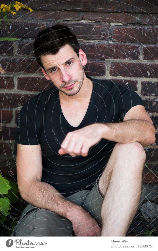 I See You Mensch Jugendliche Mann schön Einsamkeit Junger Mann Erotik 18-30 Jahre Erwachsene Leben Gefühle Mauer maskulin Häusliches Leben beobachten Coolness