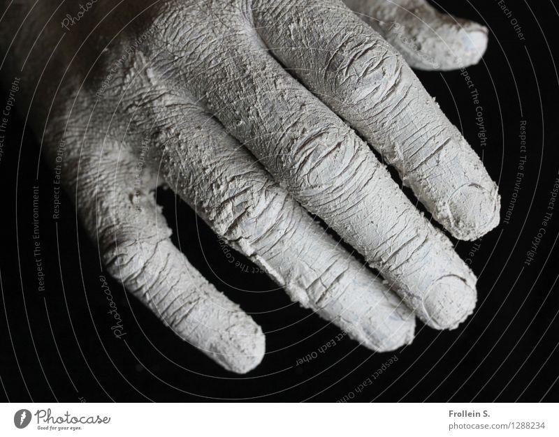 Touch Haut Hand Finger Hautfalten Fingernagel Ton berühren ästhetisch trocken Bruch Riss Schwarzweißfoto Innenaufnahme Nahaufnahme Kontrast Starke Tiefenschärfe
