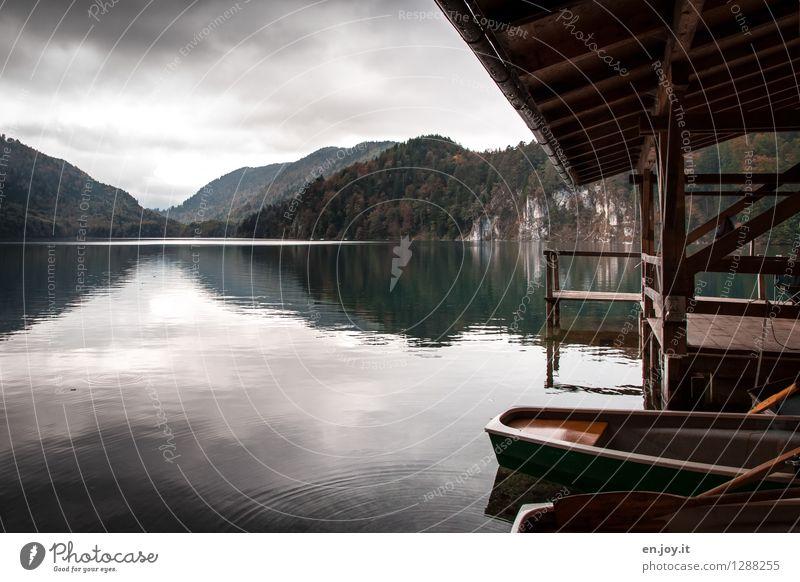 ablegen Himmel Natur Ferien & Urlaub & Reisen Landschaft ruhig dunkel Wald Berge u. Gebirge Traurigkeit Herbst See Ausflug Klima Abenteuer Hügel Trauer