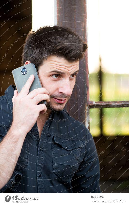 beichten Mensch maskulin Junger Mann Jugendliche Erwachsene Leben 18-30 Jahre brünett Dreitagebart Denken Konflikt & Streit Telefongespräch unsicher Wahrheit