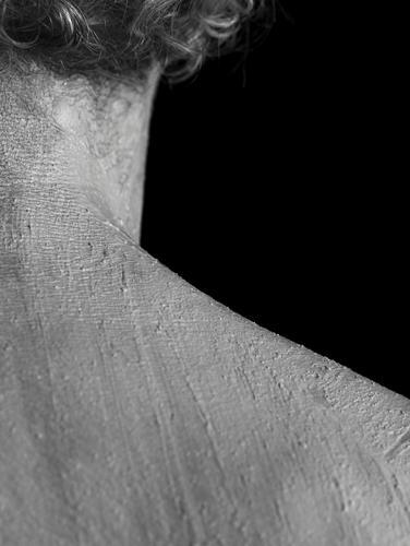 Naked Neck Mensch Mann nackt Erotik Einsamkeit Erwachsene Haare & Frisuren maskulin dreckig ästhetisch authentisch 45-60 Jahre Rücken Haut Männlicher Senior