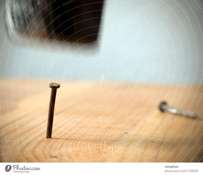 Zunehmende Gewalt in deutschen Bastelkellern Metall Arbeit & Erwerbstätigkeit gold verrückt kaputt Macht Baustelle Gewalt stark Werkstatt Schmerz machen Loch Handwerk Werkzeug Holzbrett