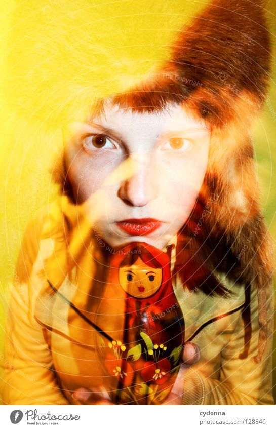MATRUSCHKA Frau Mensch schön Einsamkeit gelb Farbe Leben Gefühle Stil Bewegung Denken Erde Zeit stehen Kultur Lippen