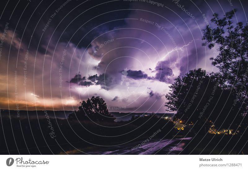 Sternenklare Blitze Landschaft Himmel Wolken Gewitterwolken Wetter schlechtes Wetter Unwetter Hügel Aggression bedrohlich dunkel gigantisch gruselig hell kalt