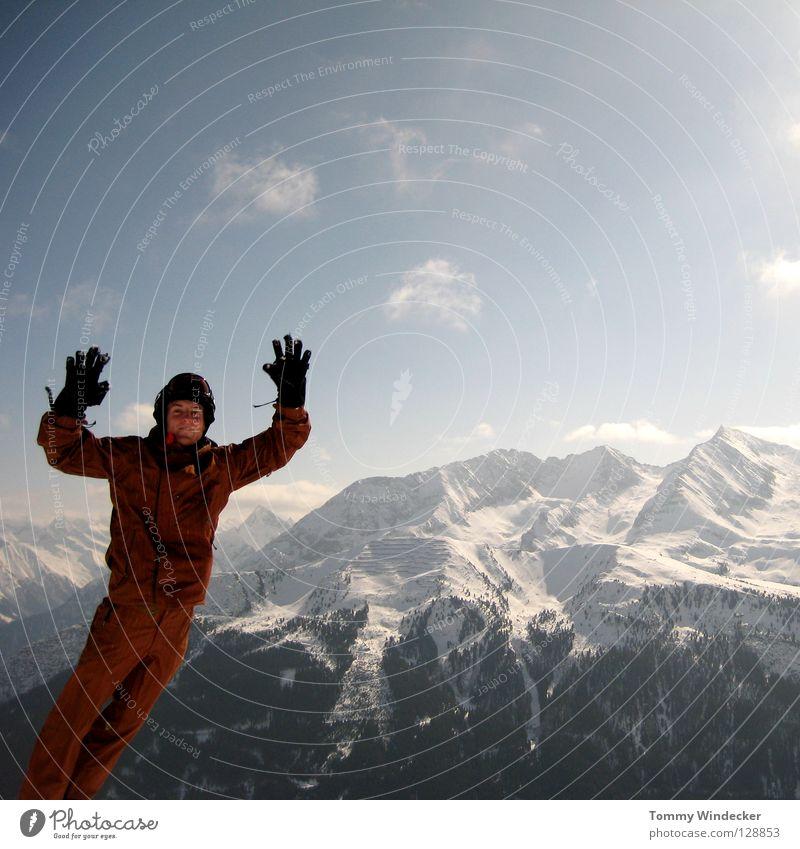 Schwerelos II Mensch Himmel Natur Ferien & Urlaub & Reisen Mann blau weiß Landschaft Freude Winter kalt Berge u. Gebirge Schnee Spielen lachen springen