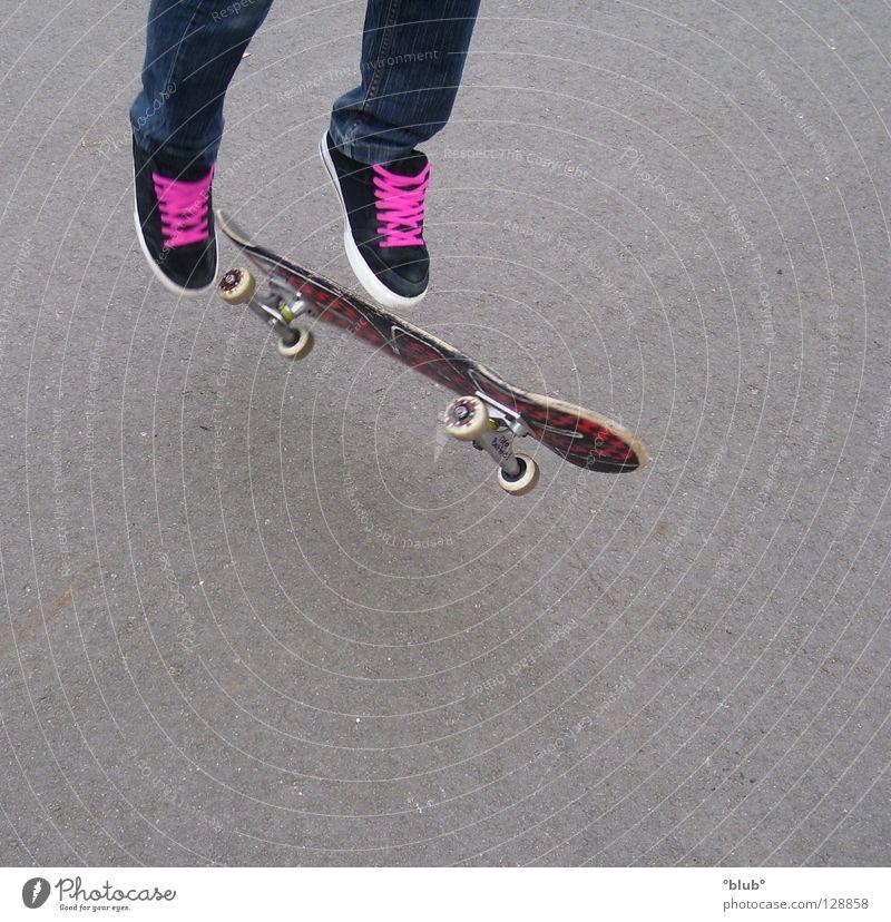 Skater-Minelli Asphalt Schuhe rosa Schuhbänder grau Freude Freizeit & Hobby Jugendliche Skateboarding Beine fliegen