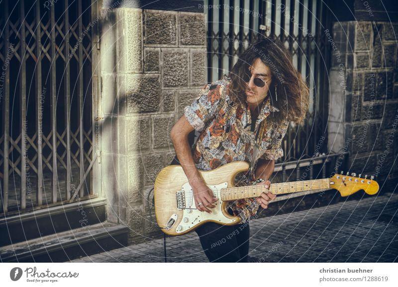 street music Junger Mann Jugendliche 1 Mensch 18-30 Jahre Erwachsene Künstler Open Air Sänger Musiker Gitarre brünett langhaarig außergewöhnlich Freude