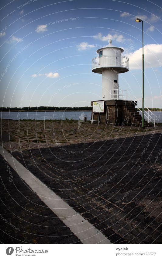 Selbstleuchtende Immobilie mit Illuminationshilfe (2) Himmel weiß Meer blau Sommer schwarz Wolken Ferne Lampe grau Stein See Linie Küste Wetter