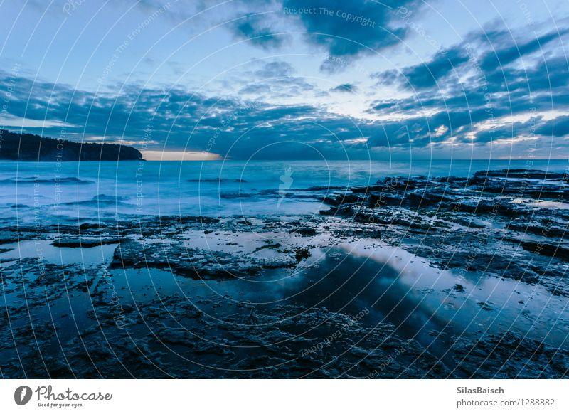 Blauer Sonnenaufgang Natur blau Meer Landschaft Wolken Ferne Umwelt Frühling Herbst Küste Freiheit Kunst Tourismus Angst Wellen ästhetisch