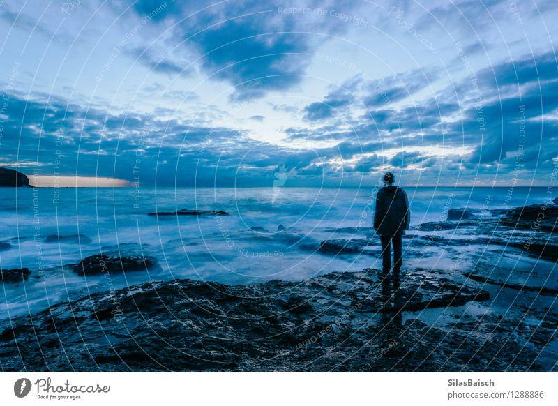 Einsamkeit Mensch Natur Jugendliche Sommer Wasser Meer Junger Mann Landschaft Wolken 18-30 Jahre Erwachsene Umwelt Frühling Herbst Küste