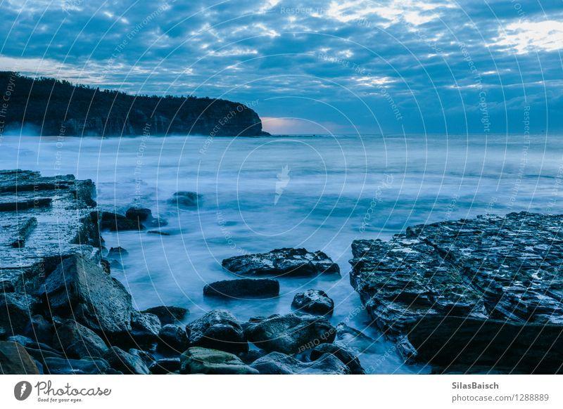 Blauer Sonnenaufgang II Natur Ferien & Urlaub & Reisen Wasser Meer Einsamkeit Landschaft Wolken Freude Umwelt Traurigkeit Küste Stimmung Tourismus Wetter Wellen