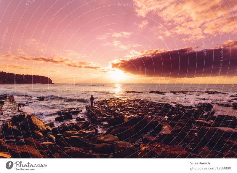 Sonnenaufgang auf dem Ozean Mensch Natur Ferien & Urlaub & Reisen Farbe Sommer Meer Landschaft Wolken Ferne Küste Freiheit Stimmung Tourismus Wellen Beginn