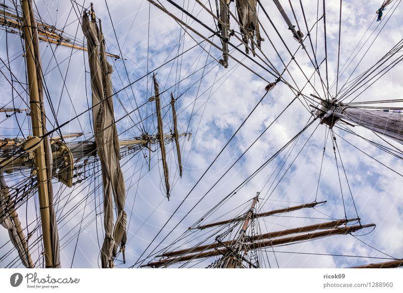 Segelschiff auf der Hansesail Erholung Ferien & Urlaub & Reisen Tourismus Segeln Wolken Ostsee Schifffahrt maritim Romantik Idylle Windjammer Takelage Masten